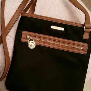 Michael Kors Crossbody Black&Brown, Gold detail